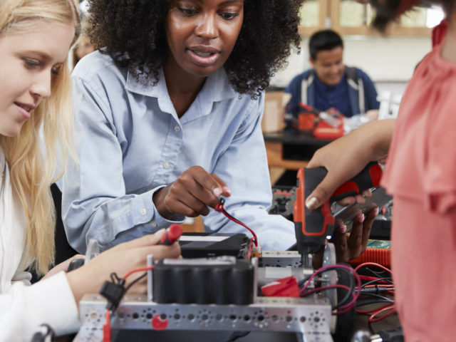 When female physicists work together
