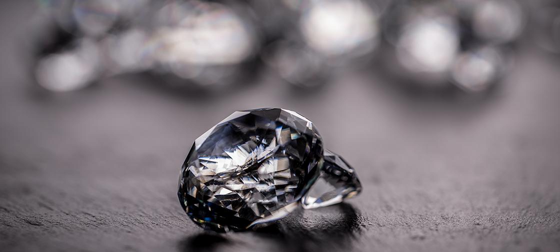 The way to transform diamond into the metal