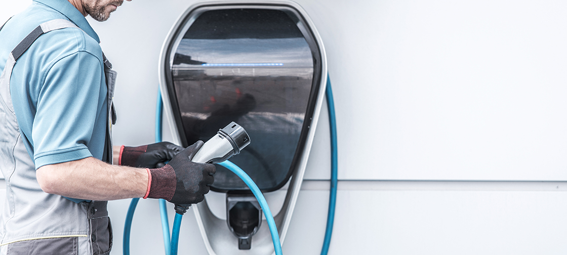 Smart charging of electric vehicles to stabilise power grid