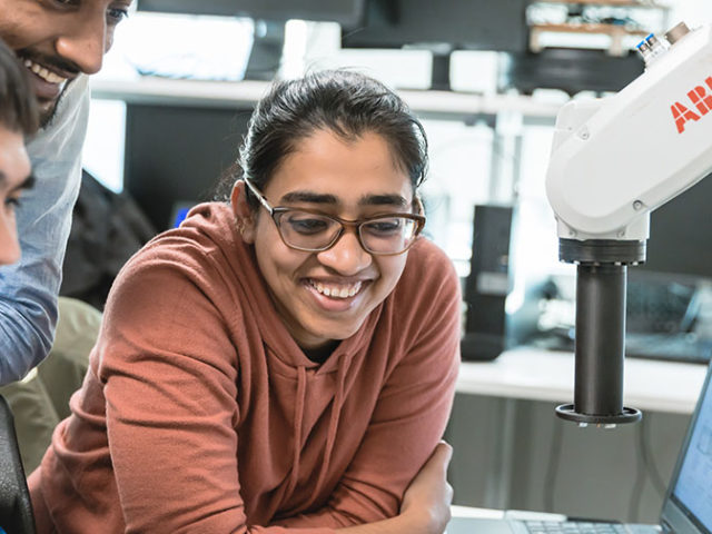 Siemens helps mechatronics students to complete their projects remotely